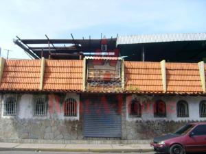 Local Comercial En Alquileren Maracay, Avenida Páez, Venezuela, VE RAH: 21-13631