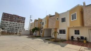 Townhouse En Ventaen Ciudad Ojeda, Las Morochas, Venezuela, VE RAH: 21-13634