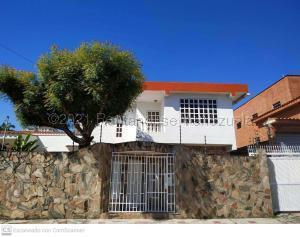 Casa En Ventaen Valencia, Los Naranjos, Venezuela, VE RAH: 21-14545