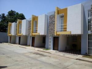 Townhouse En Ventaen Municipio San Francisco, La Coromoto, Venezuela, VE RAH: 21-13699