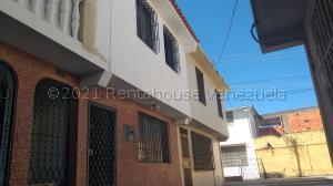 Casa En Ventaen Barquisimeto, Parroquia Catedral, Venezuela, VE RAH: 21-13732