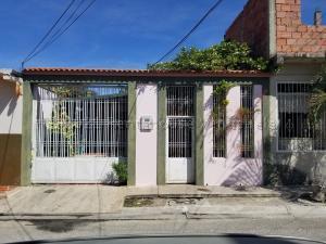 Casa En Ventaen Palo Negro, San Antonio, Venezuela, VE RAH: 21-13780