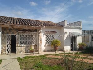 Casa En Ventaen Barquisimeto, Avenida Libertador, Venezuela, VE RAH: 21-14038