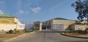 Townhouse En Ventaen Cabimas, Las 40, Venezuela, VE RAH: 21-14142