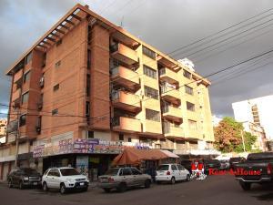 Apartamento En Ventaen Maracay, Zona Centro, Venezuela, VE RAH: 21-14163