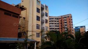 Apartamento En Ventaen Catia La Mar, Playa Grande, Venezuela, VE RAH: 21-14350