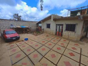 Casa En Ventaen San Pedro De Los Altos, Los Garabatos, Venezuela, VE RAH: 21-14293