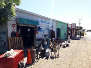 Local Comercial En Ventaen Santa Cruz De Mara, Via Principal, Venezuela, VE RAH: 21-14362