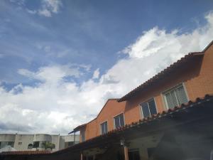 Townhouse En Ventaen Municipio San Diego, Sansur, Venezuela, VE RAH: 21-14586