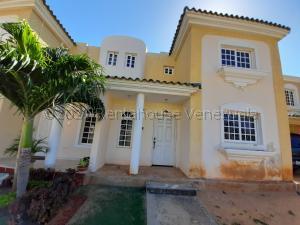 Townhouse En Ventaen Maracaibo, Avenida Milagro Norte, Venezuela, VE RAH: 21-14721