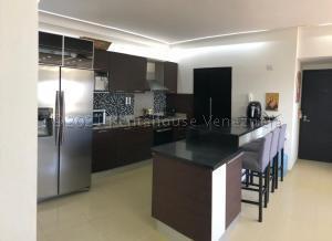 Apartamento En Ventaen Maracaibo, La Lago, Venezuela, VE RAH: 21-14726