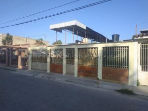 Casa En Ventaen Maracay, La Esmeralda, Venezuela, VE RAH: 21-14869
