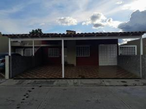 Casa En Ventaen Guatire, Canaima Dos, Venezuela, VE RAH: 21-14814