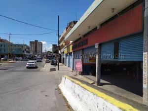 Local Comercial En Ventaen Valencia, Avenida Bolivar Sur, Venezuela, VE RAH: 21-14829