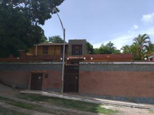 Casa En Ventaen Guarenas, Santiago De Leon, Venezuela, VE RAH: 21-14917