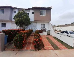 Townhouse En Ventaen Margarita, Avenida Juan Bautista Arismendi, Venezuela, VE RAH: 21-15049
