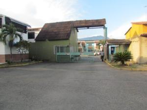 Townhouse En Ventaen Municipio San Diego, Parqueserino, Venezuela, VE RAH: 21-15101