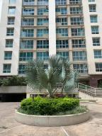 Apartamento En Ventaen Caracas, Campo Alegre, Venezuela, VE RAH: 21-15270