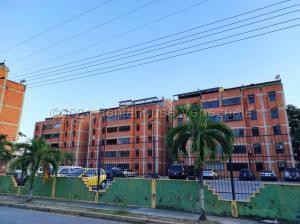 Apartamento En Ventaen Municipio Naguanagua, La Campina I, Venezuela, VE RAH: 21-15135