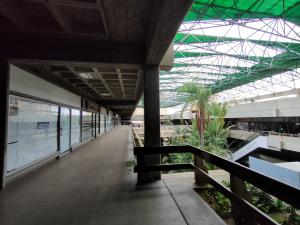 Local Comercial En Alquileren Maracaibo, Avenida Bella Vista, Venezuela, VE RAH: 21-15295