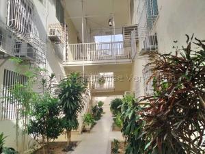 Apartamento En Ventaen Maracaibo, Avenida Goajira, Venezuela, VE RAH: 21-15288