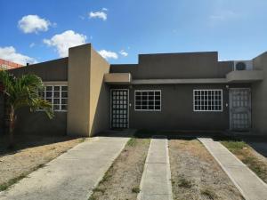 Casa En Ventaen Guatire, El Marques, Venezuela, VE RAH: 21-15331