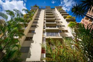 Apartamento En Ventaen Caracas, El Rosal, Venezuela, VE RAH: 21-15335
