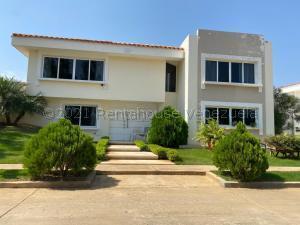 Townhouse En Ventaen Maracaibo, Avenida Milagro Norte, Venezuela, VE RAH: 21-15368