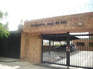 Townhouse En Ventaen Los Teques, La Macarena Norte, Venezuela, VE RAH: 21-15442