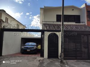 Casa En Ventaen Caracas, Colinas De Los Chaguaramos, Venezuela, VE RAH: 21-10811