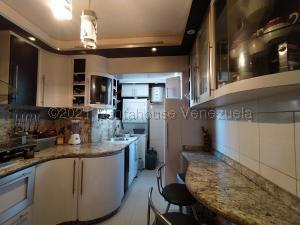 Apartamento En Ventaen Maracay, Zona Centro, Venezuela, VE RAH: 21-16400