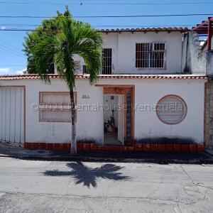 Townhouse En Ventaen Charallave, Mata Linda, Venezuela, VE RAH: 21-15479