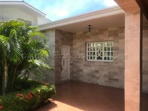 Casa En Ventaen Punto Fijo, Casacoima, Venezuela, VE RAH: 21-15565