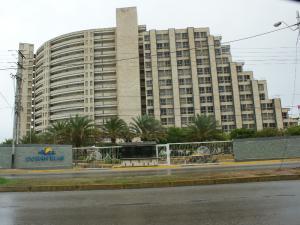 Apartamento En Ventaen Margarita, Avenida Bolivar, Venezuela, VE RAH: 21-15788