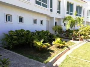 Townhouse En Ventaen Higuerote, Puerto Encantado, Venezuela, VE RAH: 21-15583