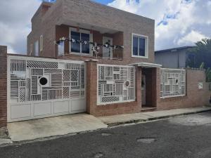 Casa En Ventaen San Antonio De Los Altos, San Juan, Venezuela, VE RAH: 21-15707