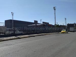 Local Comercial En Ventaen Maracay, Avenida Bolivar, Venezuela, VE RAH: 21-16288