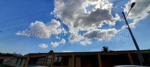 Casa En Ventaen Municipio San Diego, La Cumaca, Venezuela, VE RAH: 21-17001