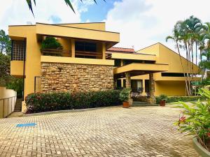 Casa En Ventaen Caracas, La Lagunita Country Club, Venezuela, VE RAH: 21-15989