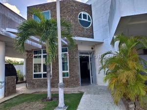 Casa En Ventaen Margarita, Los Robles, Venezuela, VE RAH: 21-16078