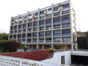 Apartamento En Ventaen Catia La Mar, Playa Grande, Venezuela, VE RAH: 21-16176