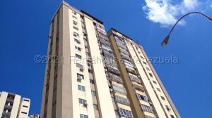 Apartamento En Ventaen Valencia, Valles De Camoruco, Venezuela, VE RAH: 21-16320