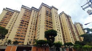Apartamento En Ventaen Maracay, Urbanizacion El Centro, Venezuela, VE RAH: 21-16219