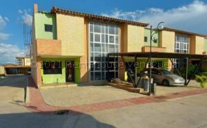 Townhouse En Ventaen Municipio San Diego, Monteserino, Venezuela, VE RAH: 21-17236