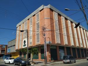 Local Comercial En Ventaen Valencia, Camoruco, Venezuela, VE RAH: 21-16416