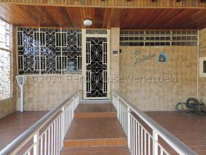 Casa En Ventaen Los Teques, Los Teques, Venezuela, VE RAH: 21-16478