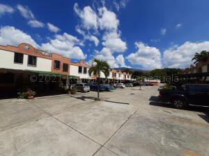 Townhouse En Ventaen Municipio Naguanagua, Barbula, Venezuela, VE RAH: 21-16892