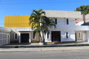 Local Comercial En Ventaen Lecheria, Casco Central, Venezuela, VE RAH: 21-16942