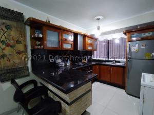 Apartamento En Ventaen Maracay, Las Cayenas, Venezuela, VE RAH: 21-17693