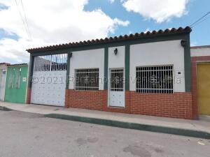 Casa En Ventaen Barquisimeto, Parroquia Juan De Villegas, Venezuela, VE RAH: 21-17056